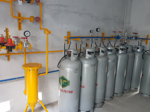 Dàn gas công nghiệp bằng ống thép hay ống đồng tốt hơn?