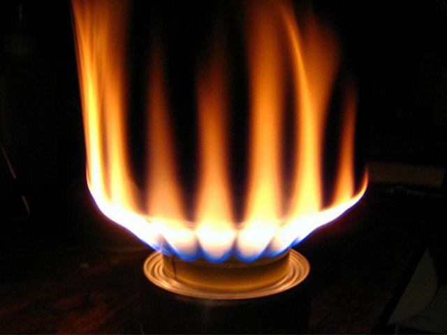 Di vật trong ống gas khiến lửa đỏ gây đen đáy nồi